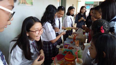 Praktek Pelajaran Ekonomi SMP Surya Bangsa Palem Semi